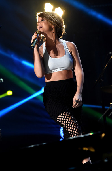 Maren Morris Sports Bra [performance,entertainment,music artist,performing arts,music,singing,stage,singer,song,pop music,nashville,tennessee,cma music festival,maren morris]