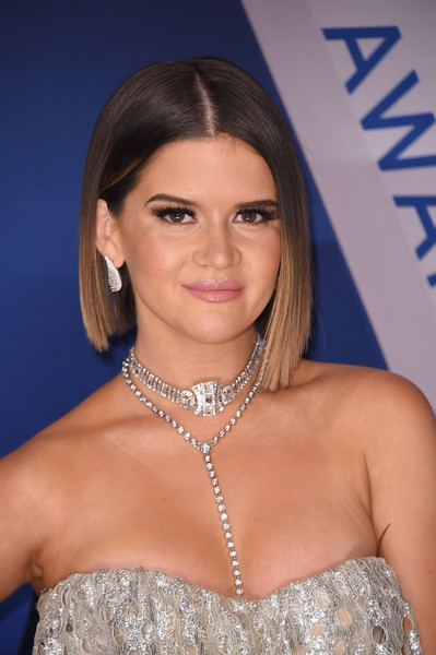 Maren Morris Diamond Statement Necklace [hair,face,hairstyle,beauty,eyebrow,chin,shoulder,blond,lip,jewellery,arrivals,maren morris,cma awards,nashville,tennessee,bridgestone arena]