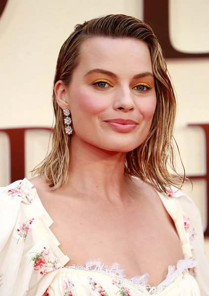 Margot Robbie Dangling Diamond Earrings [skin,beauty,human hair color,hairstyle,eyebrow,shoulder,chin,girl,lip,blond,red carpet arrivals,goodbye christopher robin,margot robbie,england,london,odeon leicester square,world premiere]