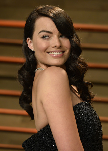 Margot Robbie Retro Hairstyle [hair,lady,beauty,hairstyle,smile,chin,long hair,black hair,dress,photography,margot robbie,actor,lady,stars,hair,hair,hairstyle,celebrity,vanity fair,oscar party,margot robbie,the wolf of wall street,86th academy awards,oscar party,academy awards,film,brown hair,actor,vanity fair,celebrity]