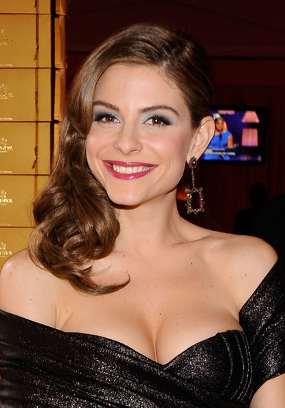Maria Menounos Medium Curls