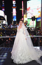 Maria Menounos went for a classic and romantic sweetheart-neckline lace gown by Pronovias when she got married on her 'Live from Times Square' show.