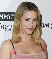 Lili Reinhart wore her hair in a simple layered cut at the 2018 Marie Claire Fresh Faces event.