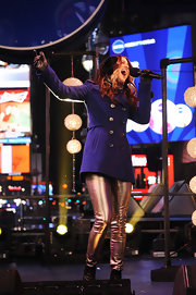 Cassadee Pope rang in the New Year wearing shiny, metallic gold skinnies.