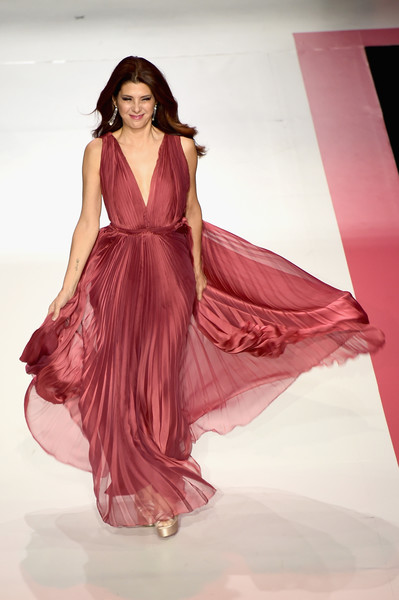Marisa Tomei Evening Dress [fashion model,clothing,fashion,pink,dress,fashion design,formal wear,beauty,fashion show,model,marisa tomei,runway,runway,hammerstein ballroom,new york city,american heart associations go red for women red dress collection,macys,american heart associations go red for women red dress collection 2018]