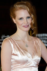 A delicate diamond pendant necklace finished off Jessica Chastain's elegant look.