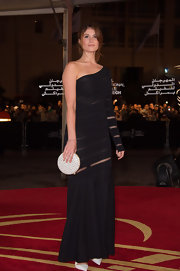 Gemma loves the sheer factor! She showed some skin tastefully in this black single-sleeve gown.