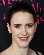 Rachel Brosnahan opted for a simple brushed-back ponytail when she attended the New York premiere of 'The Marvelous Mrs. Maisel.'