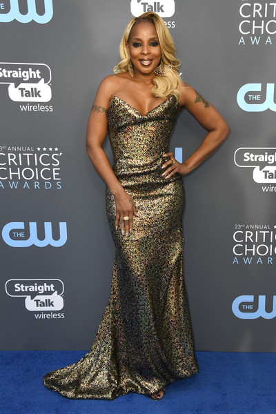 Mary J. Blige Strapless Dress [flooring,fashion model,shoulder,dress,gown,carpet,cocktail dress,model,red carpet,joint,arrivals,mary j. blige,singer,santa monica,california,barker hangar,annual critics choice awards]