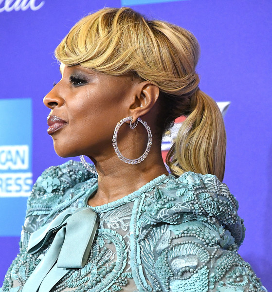 Mary J. Blige Ponytail [hair,hairstyle,ear,blond,chin,hair coloring,long hair,brown hair,neck,audio equipment,arrivals,mary j. blige,palm springs convention center,california,palm springs international film festival film awards gala]