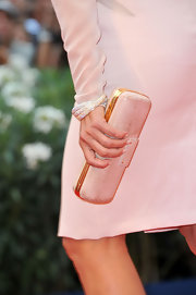 Isabella matched her gorgeous pale pink dress with an equally stunning clutch.