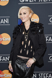 Gwen Stefani looked super-cool with her blue French mani (and matching hair) during her MasterCard concert.