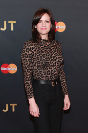 Carla Gugino looked oh-so-hot in her tight leopard-print top during Justin Timberlake's concert.