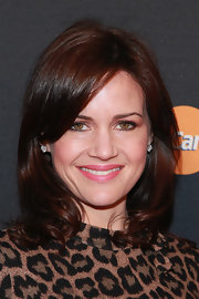 Carla Gugino looked so gorgeous with her shoulder-length wavy 'do during Justin Timberlake's concert.