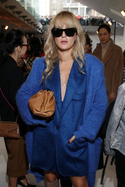 Eleonora Carisi stayed classic with a pair of Ray-Ban wayfarers at the Max Mara Spring 2020 show.