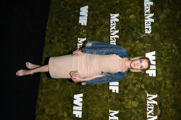 More Pics of Jena Malone Denim Jacket (2 of 3) - Jena Malone Lookbook - StyleBistro [max mara 2015 women in film face of the future,tree,photography,plant,kate mara,jena malone,max mara celebrates,the 2015 women in film max mara face of the future award recipient,chateau marmont,west hollywood,california,max mara,event]