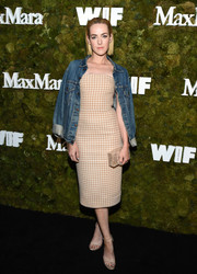 Jena Malone chose a pearlized box clutch by Edie Parker to top off her look.