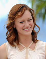 Kerry Bishe's gorgeous red hair looked simply beautiful with these ringlet waves.