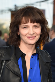 Juliette Binoche kept it sweet with this short wavy 'do at the Maxime Simoens Spring 2015 show.