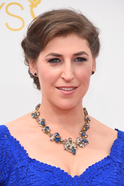 Mayim Bialik Bobby Pinned Updo [hair,face,hairstyle,eyebrow,chin,beauty,skin,lady,shoulder,electric blue,arrivals,mayim bialik,part,california,los angeles,nokia theatre l.a. live,primetime emmy awards]