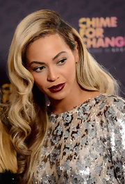 Beyonce glammed it up with a deep side-parted 'do.