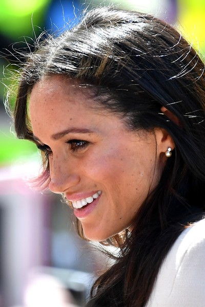 Meghan Markle Pearl Studs [elizabeth ii,meghan markle,harry,pair,public,duchess of sussex undertakes her first official engagement with,hair,face,facial expression,hairstyle,eyebrow,nose,lady,forehead,chin,beauty,chester town hall,sussex,storyhouse,road bridge]