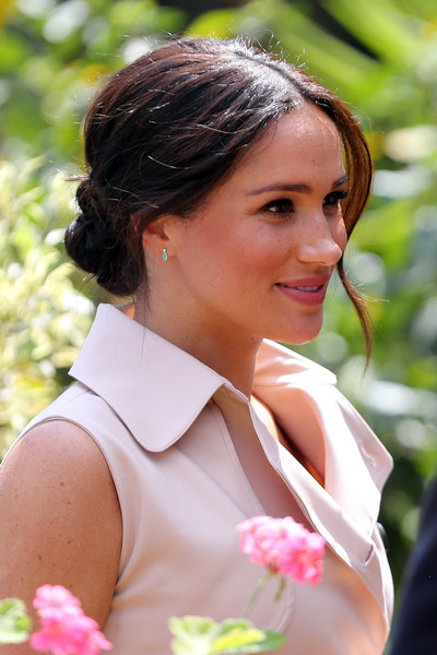 Meghan Markle Chignon [hair,white,lady,beauty,hairstyle,pink,botany,summer,brown hair,photography,graca machel,meghan markle,harry,smiles,johannesburg,south africa,sussex,duke,duke and duchess of sussex visit,visit,wedding of prince harry and meghan markle,duke,royal tours of canada by the canadian royal family,prince,british royal family,image,princess,royal highness]