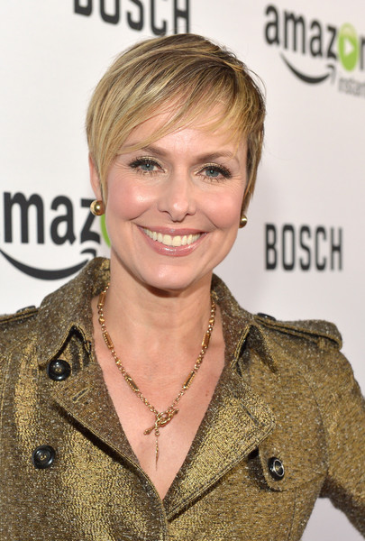 Melora Hardin Short Cut With Bangs [red carpet premiere screening for amazons first original drama series,drama series,hair,hairstyle,blond,brown hair,layered hair,smile,feathered hair,long hair,hair coloring,melora hardin,arclight cinemas cinerama dome,california,hollywood,bosch,amazon,red carpet premiere screening]