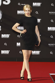 Simplicity and chic often go hand in hand. Julia Dietze's little black dress at the Germany 'Men in Black 3' premiere proved just that.