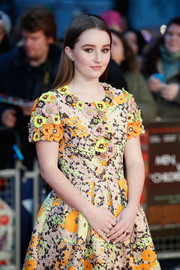 Kaitlyn Dever accessorized with a pair of gold wide-band rings at the London premiere of 'Men, Women & Children.'
