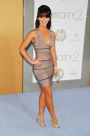 Wow! Jennifer looked amazing with sparkling evening pumps and an embellished bandage dress.