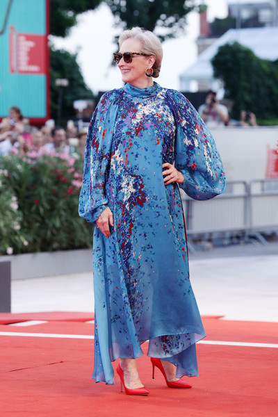 Meryl Streep Print Dress [blue,clothing,red carpet,street fashion,red,fashion,cobalt blue,carpet,costume,electric blue,red carpet arrivals,meryl streep,laundromat,the laundromat,red carpet,red carpet,venice,76th venice film festival,screening,film festival,gary oldman,2019 venice film festival,venice,the laundromat,red carpet,festival,premiere,film festival,celebrity,actor]