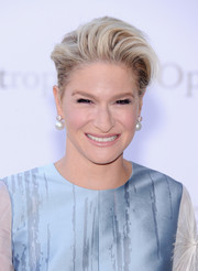 Julie Macklowe attended the 'Eugene Onegin' opening wearing her hair in a cool pompadour.