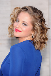 Margarita Levieva looked very feminine with her lovely curls at the 'Eugene Onegin' opening.