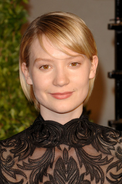 Mia Wasikowska Bob [vanity fair,oscar party,party,hair,face,hairstyle,eyebrow,blond,chin,lip,cheek,forehead,bangs,west hollywood,california,sunset tower,mia wasikowska,graydon carter - arrivals,oscar,graydon carter]