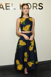 Allison Williams put her toned abs on display in a flower-embroidered crop-top by Michael Kors during the label's fashion show.
