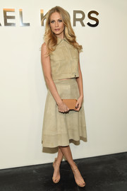 Poppy Delevingne completed her neutral-themed look with a beige leather clutch, also by Michael Kors.