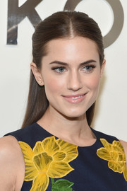 Allison Williams oozed girl-next-door charm with this simple yet pretty half-up style at the Michael Kors fashion show.