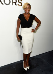 Mary J. Blige was classic and sophisticated in a two-tone sheath dress by Michael Kors during the label's fashion show.