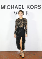 Kate Hudson paired her top with a high-slit ruffle pencil skirt, also by Michael Kors.