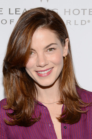 Michelle Monaghan Gold Dangle Earrings