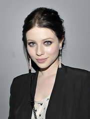 To get a flawless finish and gorgeous glow like Michelle Trachtenberg, try a foundation primer like Chanel Base Lumiere Illuminating Makeup Base. This oil free product smooths the skin and provides a natural-looking luminosity that radiates out from under a sheer application of foundation.