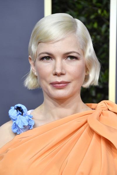 Michelle Williams Short Wavy Cut [hair,face,hairstyle,blond,eyebrow,chin,lip,beauty,head,skin,arrivals,michelle williams,the beverly hilton hotel,beverly hills,california,golden globe awards,michelle williams,69th golden globe awards,red carpet,celebrity,fashion,united states,actor,charlotte tilbury k.i.s.s.i.n.g lipstick,screen actors guild awards]