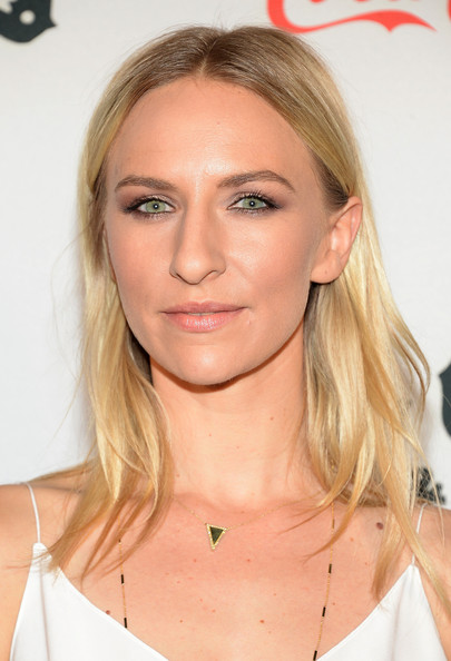 Mickey Sumner Medium Wavy Cut
