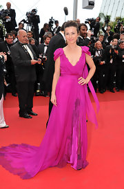 Linda Cardellini was breathtaking on the red carpet of the Cannes Film Festival in a hot pink chiffon gown with a hip-high slit.