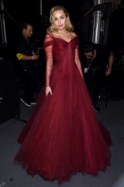 Miley Cyrus Princess Gown [dress,clothing,gown,shoulder,fashion model,haute couture,carpet,fashion,formal wear,a-line,miley cyrus,grammy awards,backstage,new york city,madison square garden,annual grammy awards,miley cyrus,60th annual grammy awards,madison square garden,dress,fashion,gown,elton john,clothing,musician]