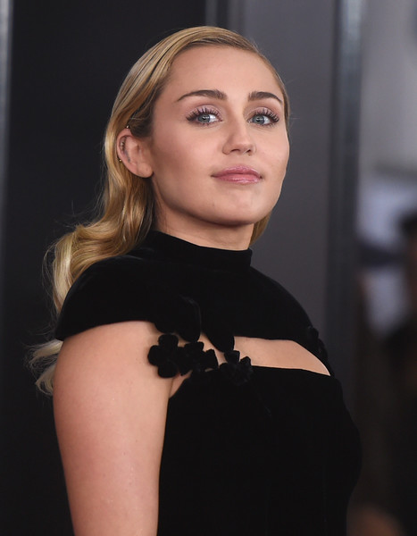 Miley Cyrus Long Wavy Cut [eyebrow,fashion model,beauty,human hair color,chin,hairstyle,shoulder,fashion,cheek,blond,arrivals,miley cyrus,grammy awards,new york city,madison square garden,annual grammy awards]