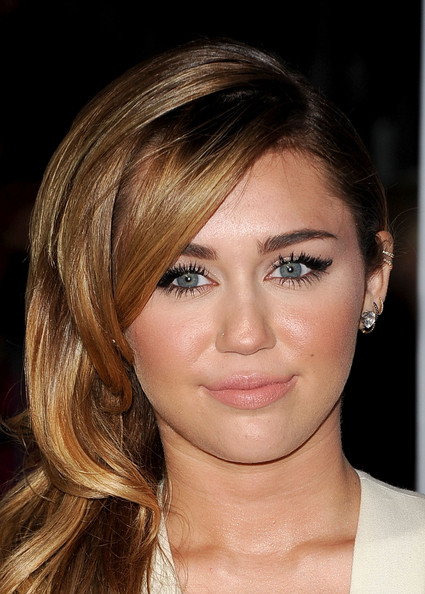 Miley Cyrus False Eyelashes [hair,face,eyebrow,hairstyle,chin,blond,lip,cheek,beauty,forehead,arrivals,miley cyrus,peoples choice awards,california,los angeles,nokia theatre l.a. live]