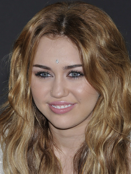 Miley Cyrus Metallic Eyeshadow