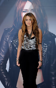 Miley completed her look with a silver chain arm bracelet.